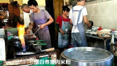 广西博白公园煮瘦肉米粉早餐, 排长队也等也要吃, 进去探探味道如何