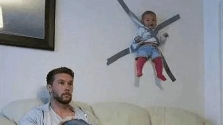 【爸爸带孩子就是有创意 可怜的孩子还在笑呢】搞笑视频 笑死人不偿命