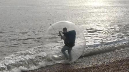 作死旅行家把自己装进气球海上漂流到法国
