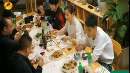 刘涛和老公王珂送给客栈的住客自己结婚时的喜糖, 十年前的巧克力