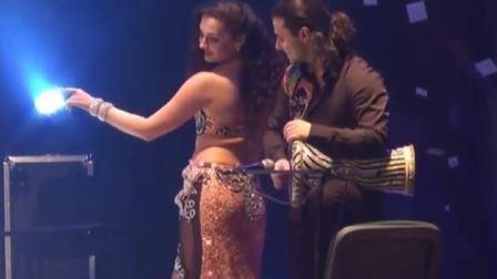 乌克兰肚皮舞女舞者与男鼓手一起干了这件事