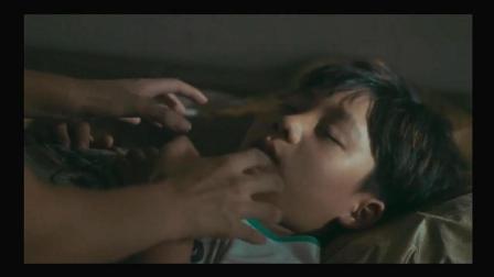 美女发现收留的小男孩居然是毁掉自己一生的男人的孩子, 真想掐死他!