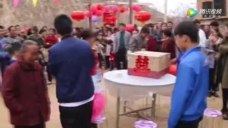 农村土窑洞大院里接新娘 这么热闹喜庆的婚礼真罕见