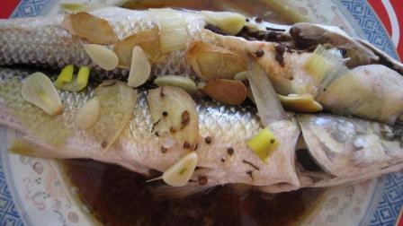星级饭店做清蒸鲈鱼味道这么好, 里面窍门就在于这两点!