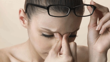 常感到眼干涩、酸胀, 中医告诉你缓解眼睛疲劳的穴位按摩之法