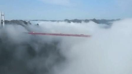 汽车穿梭云上 湖南矮寨悬索桥美翻天