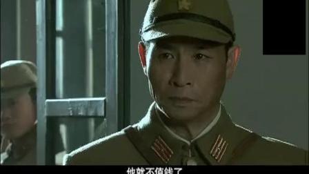 日本鬼子活捉头领将其关押在一个小屋, 当美女军官赶到, 被眼前的一幕看傻
