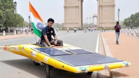 印度小伙纯手工造出太阳能汽车, 最高时速120千米, 期待量产!