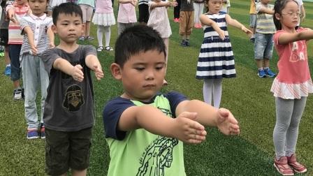 【6岁】9-1哈哈一年级开学第一周操场原地踏步走.mp4