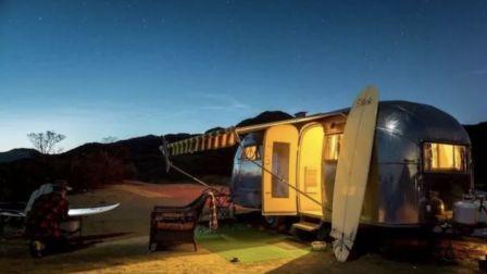 一对好莱坞名流夫妇,造了个房车民宿,天天爆满!
