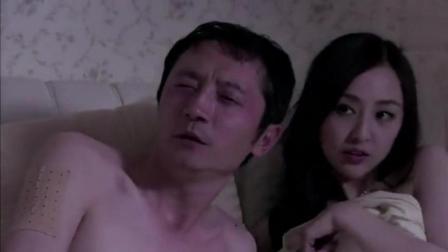 妻子看到丈夫和小三在床上缠绵, 丈夫却骂妻子婊子