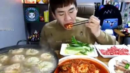大胃王奔驰小哥吃超大份饺子火锅, 这一顿够我们一家的吃的