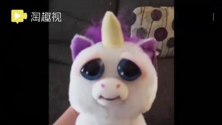 麻麻给儿子买了个超可爱的玩具 画风突变把小宝宝吓尿了