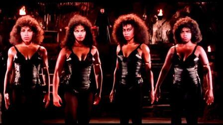 这四个肌肉女太强悍! 差点把成龙大哥踢废了!