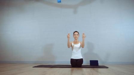 5组瑜伽动作, 帮你一月拥有削肩薄背, 变身娇小佳人