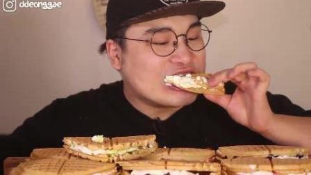 韩国豪放派吃播donkey弟弟ASMR吃超多美味奶油夹心华夫饼
