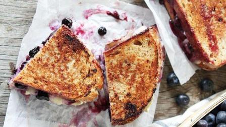 奶酪面包三明治, 再来杯热可可牛奶, 好吃到让人停不下口