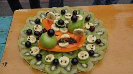 日本美食 咖啡店的水果甜品拼盘 料理手艺快速且精湛