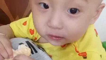 1岁宝宝刚长牙就会吃饼干了