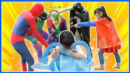 艾莎公主的泡泡糖被小丑抢走啦 超级英雄联盟蜘蛛侠动画真人秀 小猪佩奇 美国队长