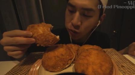 韩国大胃王: 吃播奔驰小哥BANZZ狂吃6个酥皮红豆沙炸面包, 喝牛奶