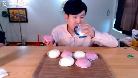 韩国吃播大胃王豪放派哥哥点心时间吃超级多紫薯红豆大面包
