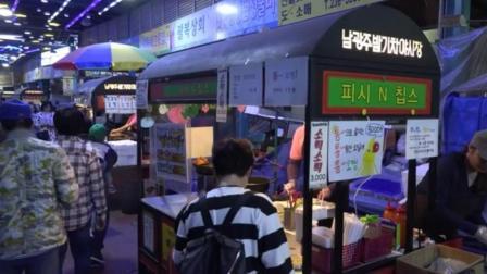 街头美食: 5000韩元一份的炸鱿鱼 还有炸香肠年糕