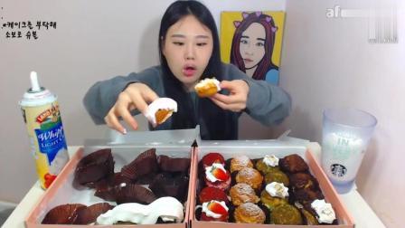 美食视频: 韩国大胃王卡妹, 吃32个迷你小蛋糕, 真怕你噎着