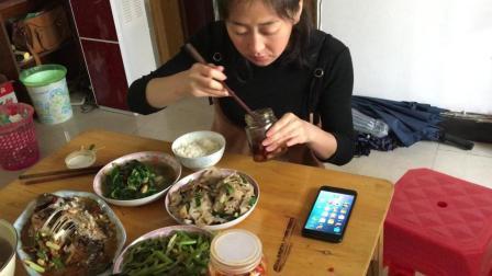 中国吃播 农村美女大胃王吃播 家常菜 红烧鲫鱼 清炒菠菜 炒藕片 腌蒜头 舌尖上的美食