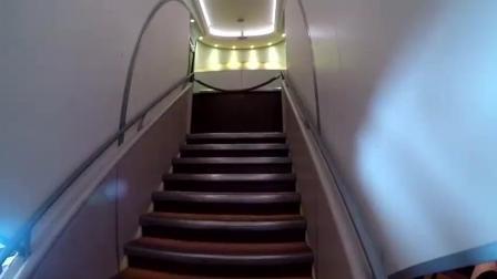 实拍空客A380双层大飞机内部, 能坐893人, 大到想哭!