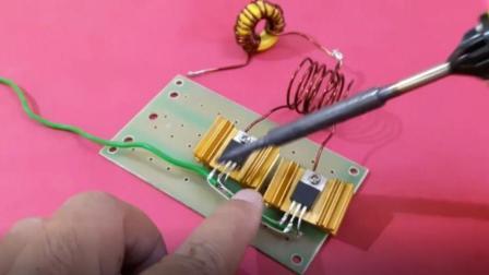 小哥自制感应加热器, 电路12v直流电, 太有创意了