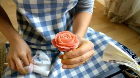 看看烘培高手怎么用豆沙裱花出玫瑰花, 栀子花, 手艺就是不一般