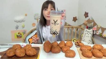 日本大胃王吃货木下吃20个绝品咖喱面包和大杯珍珠奶茶, 热量真高
