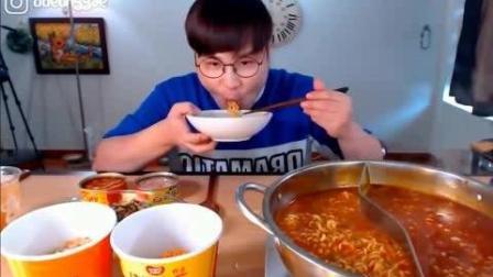韩国大胃王吃播豪放派donkey弟弟吃超辣煮拉面, 金枪鱼罐头和拌饭
