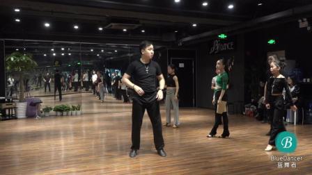 周老师桑巴第三小节, 好的舞蹈老师总是有魅力让你全神贯注!