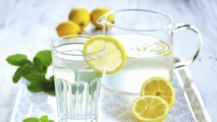 手把手教你柠檬水的正确泡法, 每天喝一杯, 能美白减肥预防秋燥