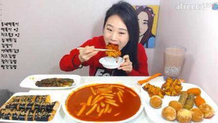 韩国大胃王卡妹, 吃辣炒年糕, 紫菜包饭, 奶酪金枪鱼, 炸什锦
