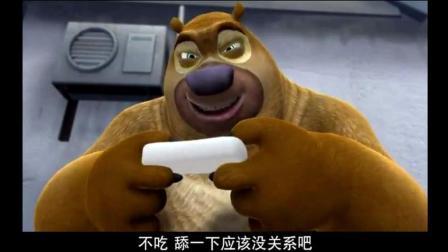 熊出没: 熊二嘴馋就舔了下年糕然后被熊大追杀, 真是亲生的