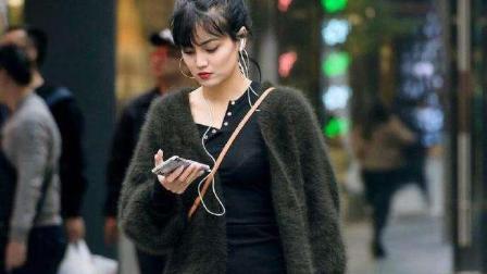 街拍: 长毛衣短裙美女, 有颜值有身材, 还这么会搭配!