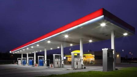 马云的无人加油站来了, 机械手自动加油, 手机自动扣款