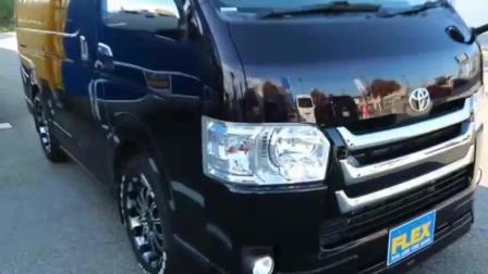 新买的丰田面包车很不错, 车内设施很豪华发动马力很大, 价格很贵