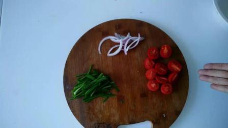 沐阳在家做的这道香煎豆腐蔬菜沙拉味道很特别, 自己在家也能做的料理, 来试试吧