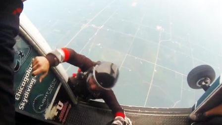 酷玩运动82: 小伙玩跳伞被踹下飞机 有一个损友是什么体验?