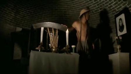 男子盗墓挖出一具漂亮女尸, 想动心思, 最后女尸复活了