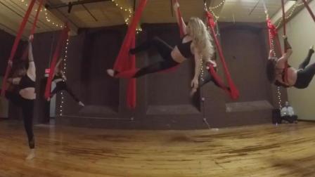实拍欧美非常流行的空中瑜伽, 小姐姐们从天而降, 训练好认真啊
