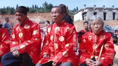 湖南农村14对古稀老人举办钻石婚礼