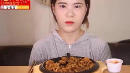韩国豪放派大胃王吃播donkey妹妹吃一大盘炸鸡块蘸番茄酱, 喝可乐