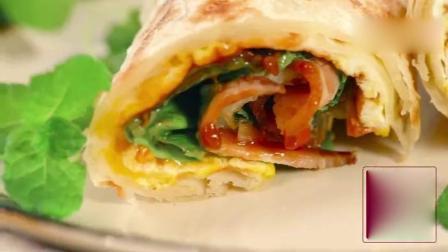 【手抓饼的做法】香软酥脆的面饼, 涂满味道十足的酱汁, 加个鸡蛋, 放两片生菜, 再来一份培根