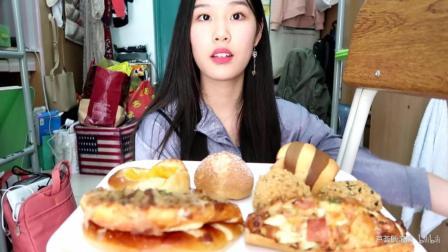 美女大学生吃播85度C面包和炸鸡