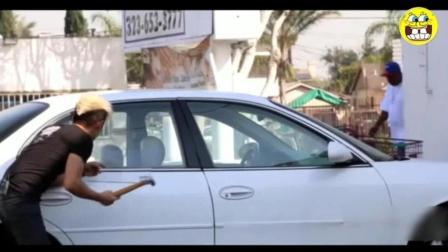 外国街头恶搞路人, 在黑人区敲碎别人的车窗